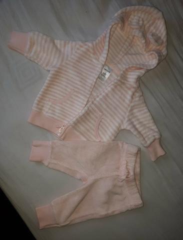 Conjunto de calça e casaco Carter's (2 peças por 25,00)