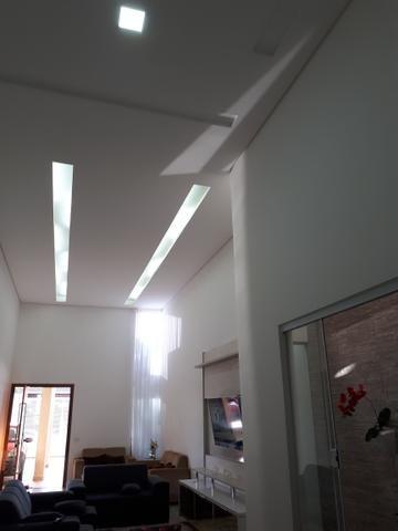 Casa moderna Vicente Pires platibanda lazer completo armários pé direito duplo IPTU - Foto 5