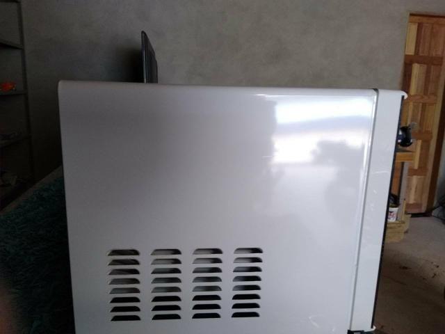 Microondas Panasonic de 18 litros semi novo - Foto 3