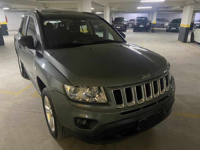 Jeep Compass Sport 2.0 automática muito nova OBS: taxa de 1%no cartao de credito - Foto 4