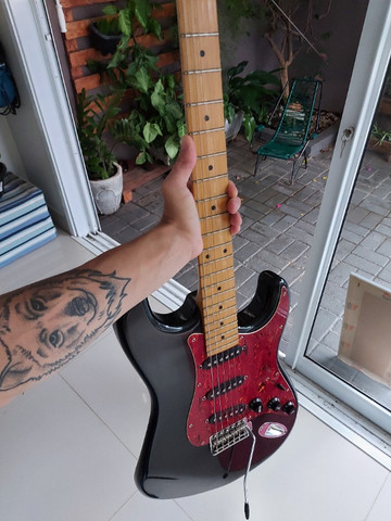 Guitarra c pedaleira de brinde - Foto 4