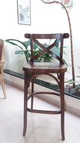 Banqueta modelo X alta de madeira
