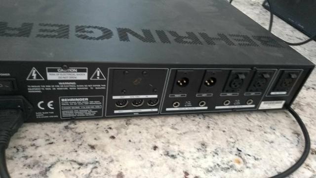 Equalizador Behringer Ultra Curve DSP 8024 - Foto 5