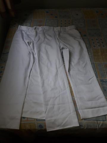 Uniformes brancos calças compridas e saia
