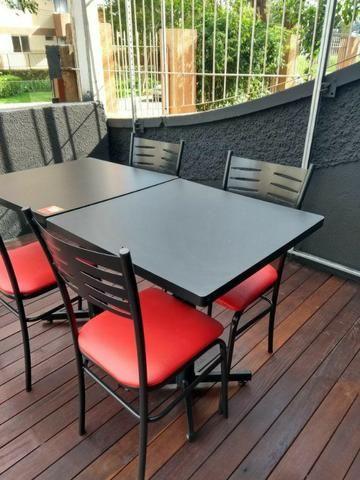 Mesas e cadeiras de ferro