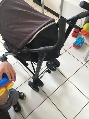 Vendo carrinho de bebê Chicco lite way - Foto 3