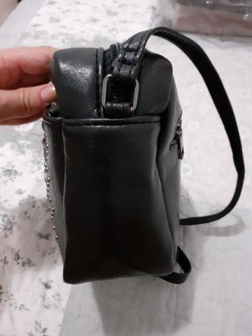 Pequena bolsa lateral - Preta - Foto 3