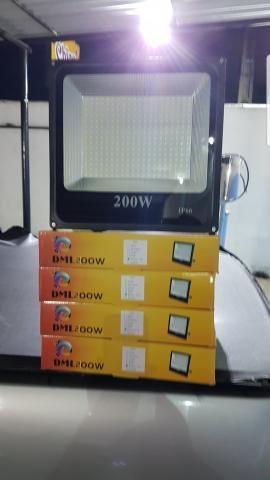 Vendo refletores de led luz branca 200wts por 250.00 reais cada