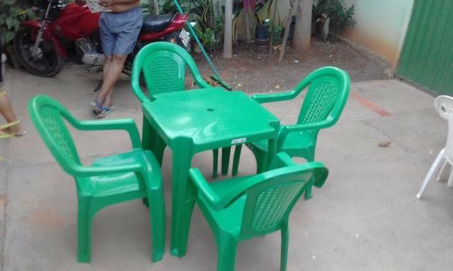 Imperdível- Conjunto de mesa c 4 cadeiras resistente