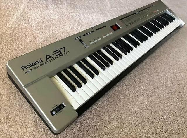 Teclado controlador Roland A37