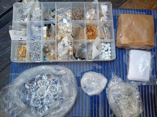 Vendo material para fazer jóias + suporte para notebook
