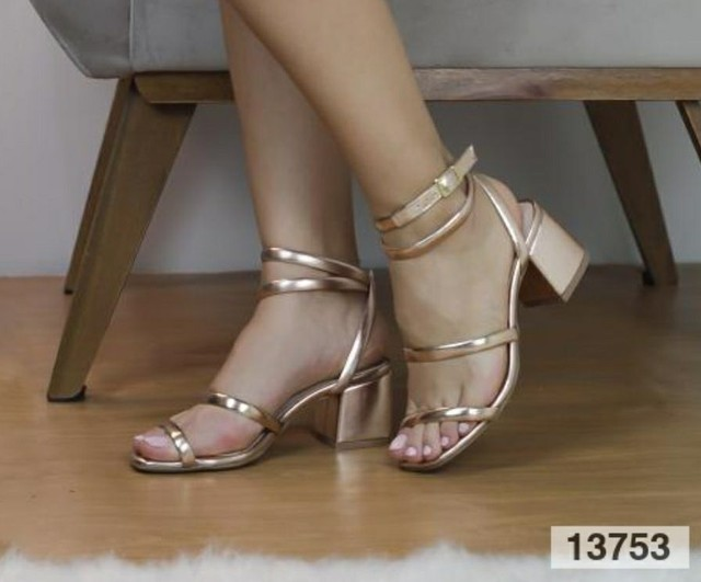 Sandália salto bloco médio