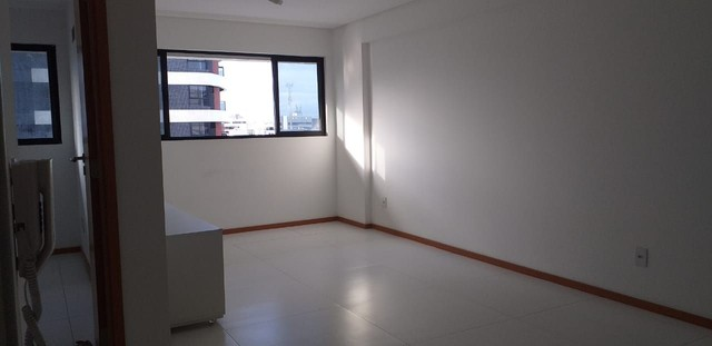 Apartamento Q.S com móveis fixos.