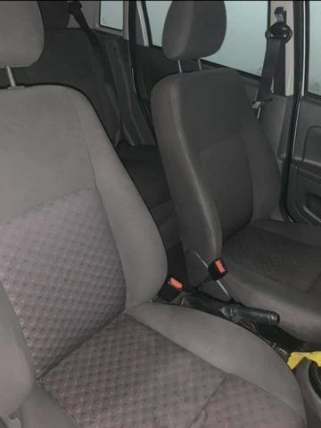 Fiesta hatch 2007 1.0 básico - Foto 9