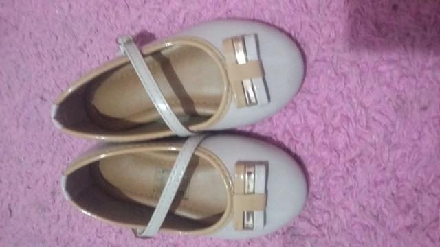 Sapato tamanho23 e sandália 21