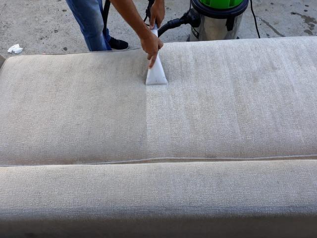 Higienização de sofás, poltrona, cadeiras - Foto 3