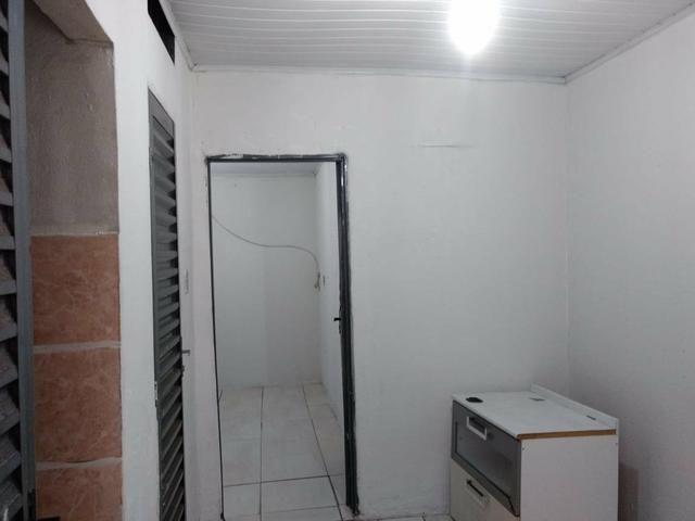 Quitinete com : 1 quarto 1 sala 1 cozinha e banheiro - Foto 3