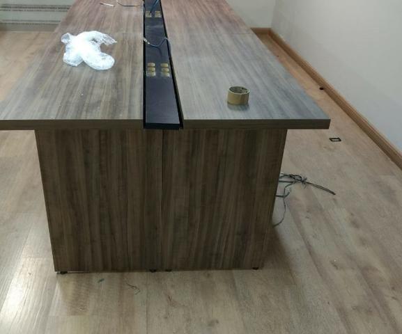 Bancada com 4 mesas de escritório - Medidas: 1,20X0,65X0,74 (por mesa) - Foto 2