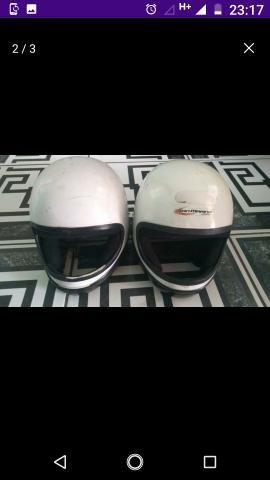 Vende-se por 50$ estes dois capacetes