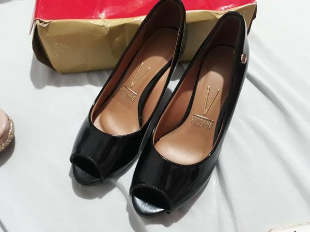 Sapato e 2 pares de sandálias e dou um par de tênis na cor rosa - Foto 3