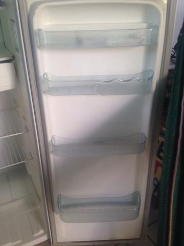 Vende-se geladeira e fogão - Foto 5