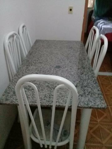 Vende-se mesa de granito,seis cadeiras,em ótimo estado, valor 400 reais - Foto 2