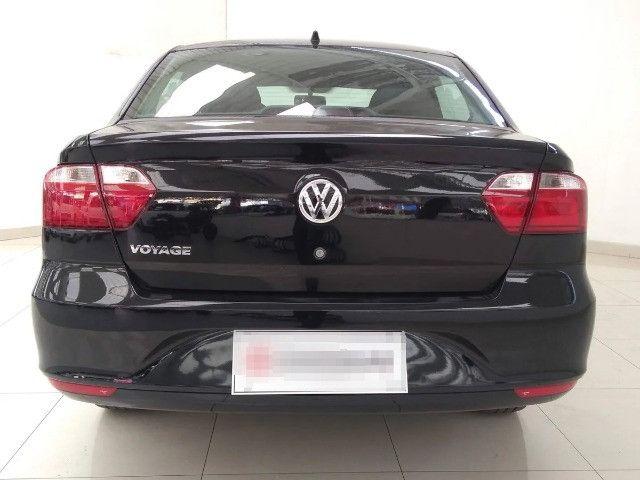Volkswagen Voyage 1.0 MI 8V Flex 4P agio:9,000 - Foto 2