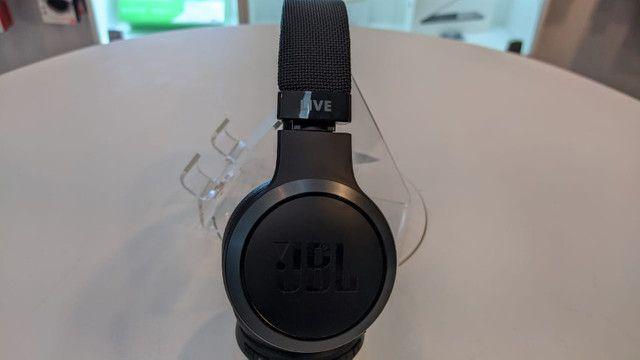 Fone Bluetooth JBL Live 400 BT (estado de novo) - Foto 3