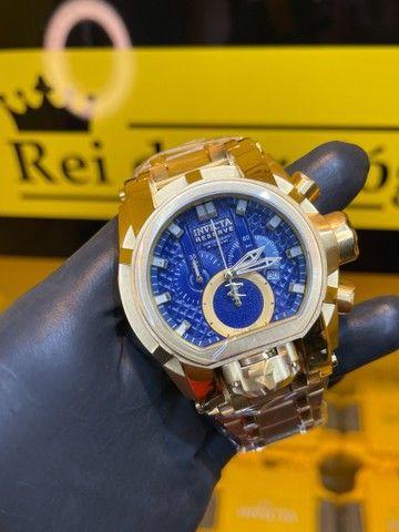 Invicta Bolt reserve fundo azul e dourado