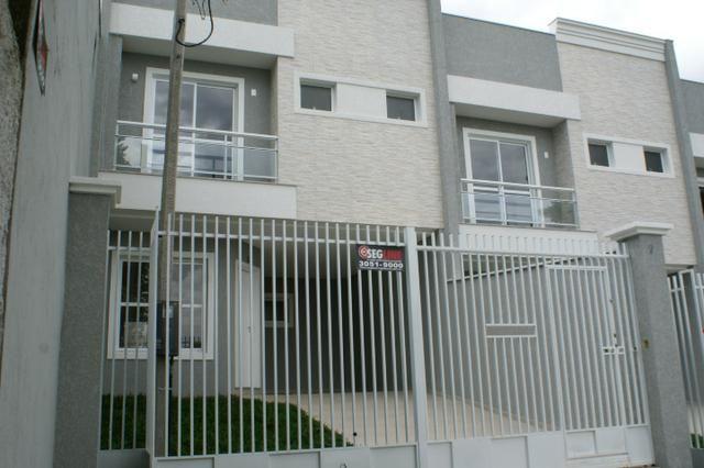 Sobrado alto padrão no Xaxim, junto a Derosso,117m², vaga coberta. Jardim fundos/frente