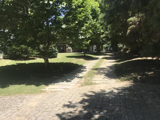 Linda área para um condomínio de casas no Estaleiro bc