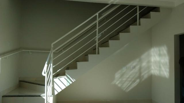 Vendo lindo duplex Novo com 3 quartos e com 2 suítes e acabamento diferenciado - Foto 3