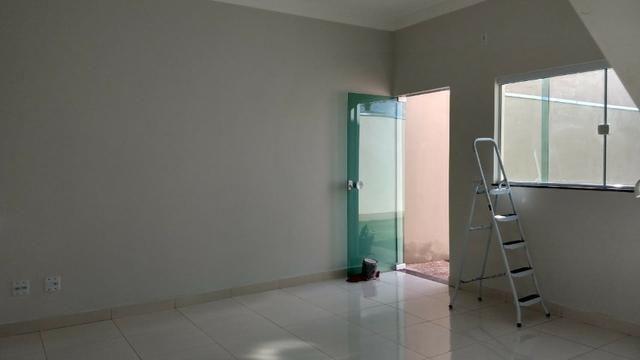 Vendo lindo duplex Novo com 3 quartos e com 2 suítes e acabamento diferenciado - Foto 2