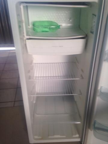 Vende-se geladeira e fogão - Foto 6
