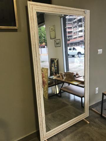 Espelho Grande com moldura branca demolição - Foto 2
