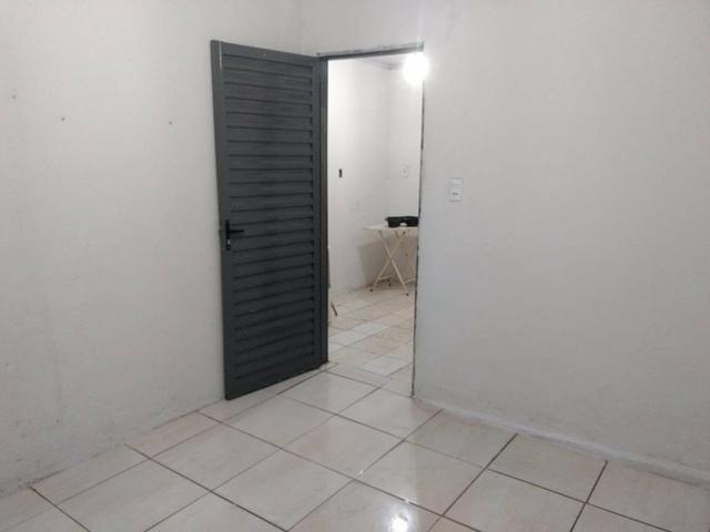 Quitinete com : 1 quarto 1 sala 1 cozinha e banheiro - Foto 4