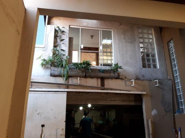 Casa em rua comercial - Foto 4