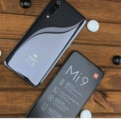 Xiaomi Mi 9 128 GB 6 RAM preto e azul.
