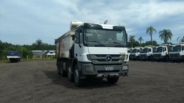 Caminhão Mercedes Actros 4844 caçamba basculante 2011