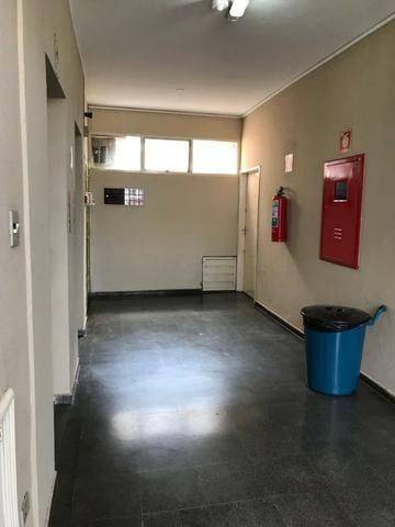 Sala em frente a praça Ary Coelho - Foto 13