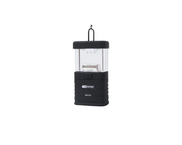 Mini lampião NTK com iluminação em 360°, compacto e em material resistente de 20 lúmens