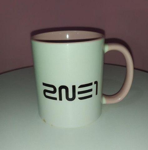 Caneca Kpop 2NE1 - Foto 2