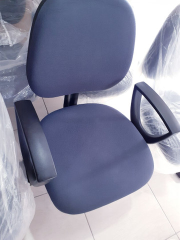 Cadeiras germinada - longarina - com braço 3 lugares - Foto 4