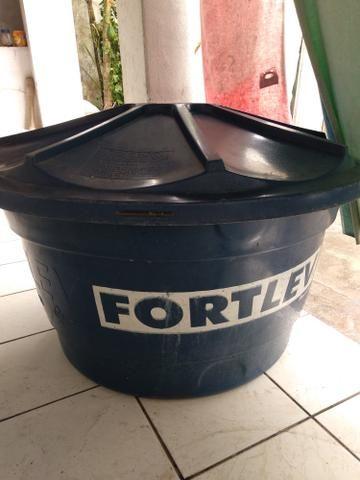 Caixa d'água FortLev 310 litros seminova