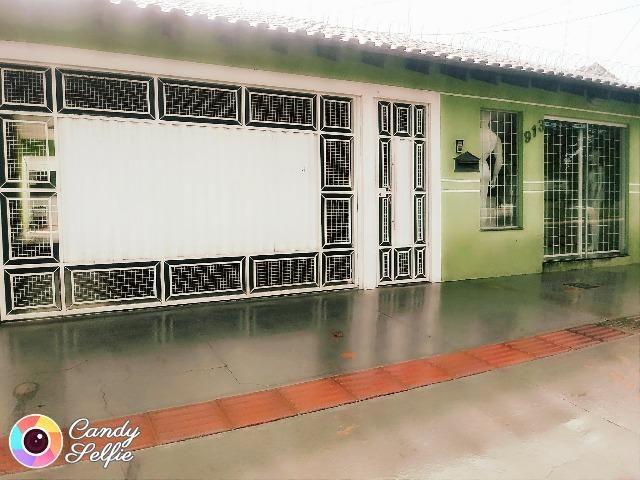 Casa com piscina, área gourmet, varanda e loja montada