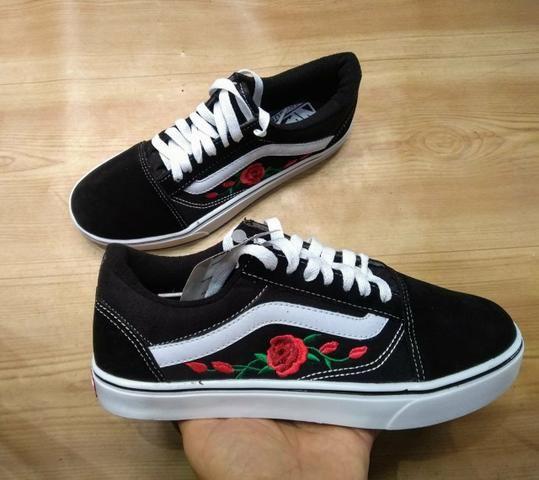 21f881ca7b Tênis Vans Old Skool preto florido - Roupas e calçados - Centro ...