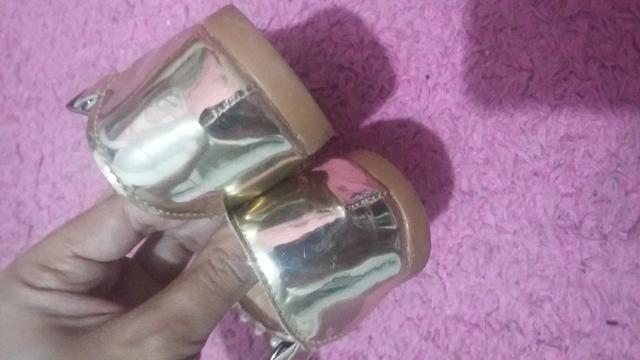Sapato tamanho23 e sandália 21 - Foto 4