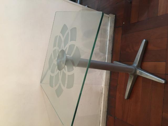 Mesa de vidro com rosácea no centro - Foto 3
