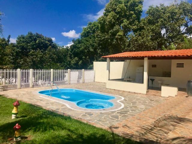 Vendo casa com piscina, lote de 1.300 metros em Arniqueira - Foto 2