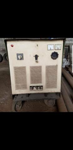 Máquina de solda multifunção White Martins 600 AMP